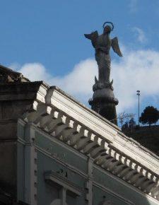Orfandad en Quito por cortocircuitos y barreras ciudadanas